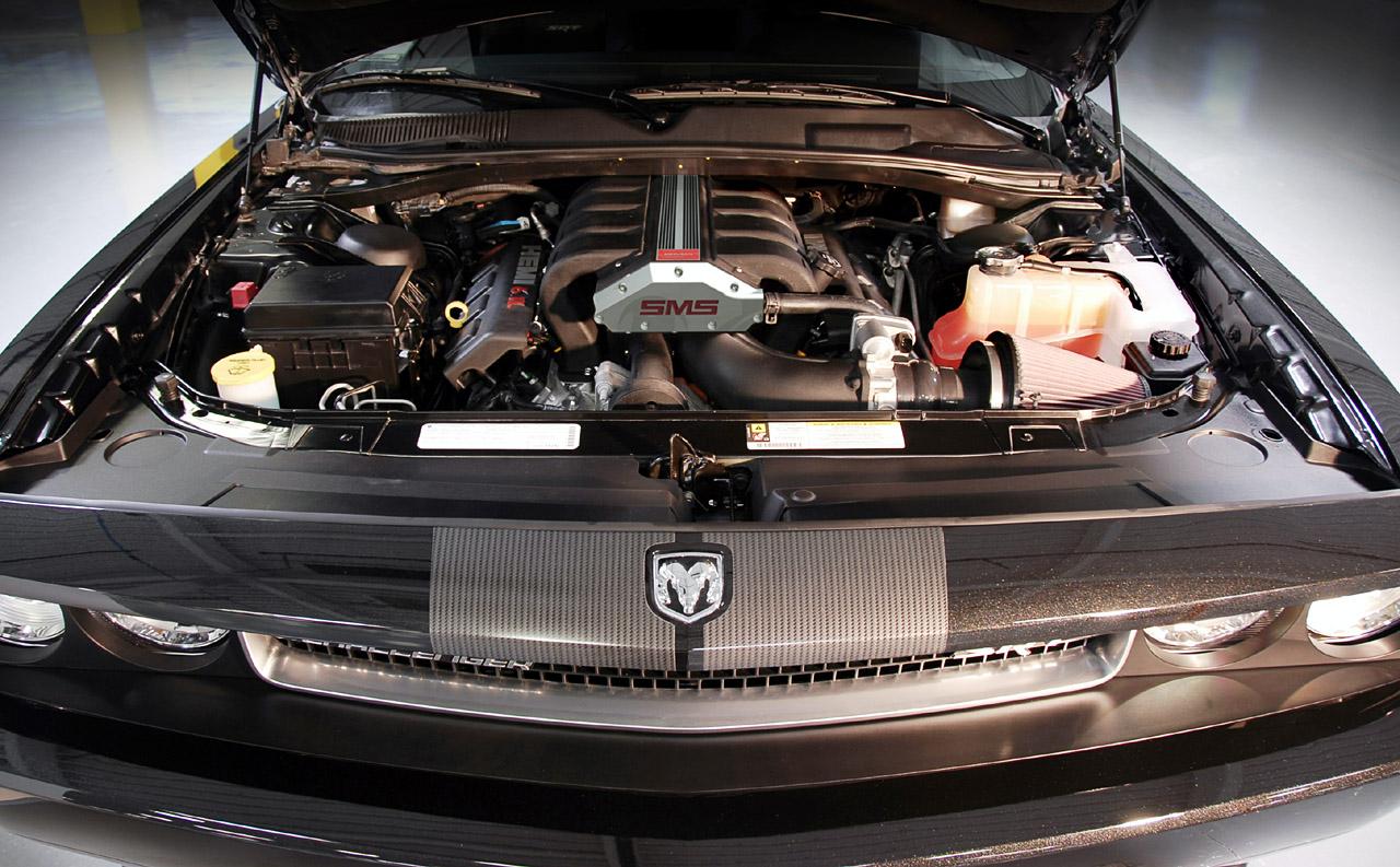 den Dodge Challenger HEMI