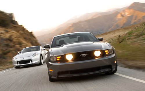 nissan_370z_vs_ford_mustang_gt